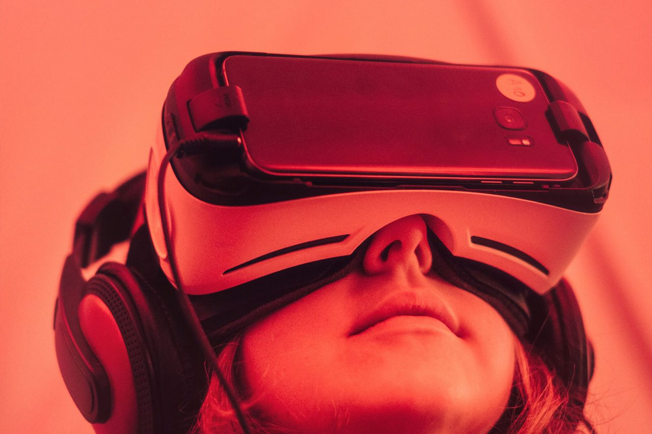 https://val.bold-themes.com/blue-demo/wp-content/uploads/sites/8/2018/06/virtual_reality-1280x853.jpg