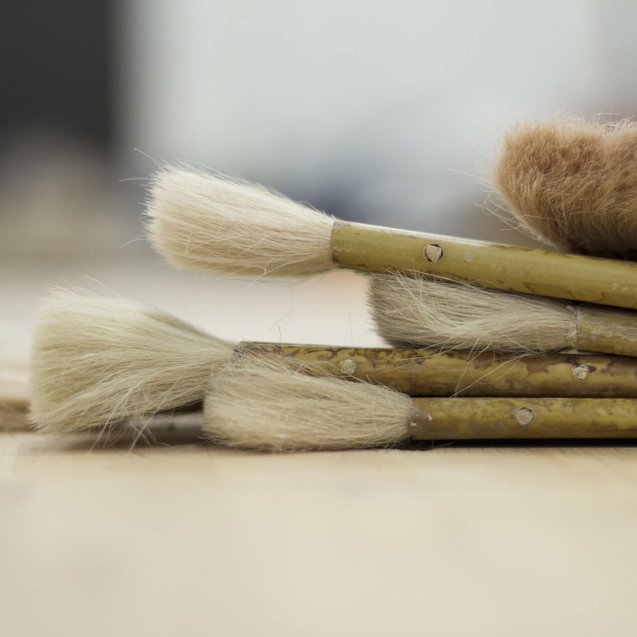 Comparison of liquid powder brushes