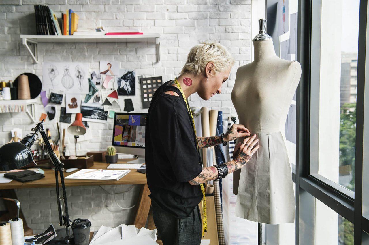 https://val.bold-themes.com/green-demo/wp-content/uploads/sites/12/2018/06/fashion_designer-1280x853.jpg