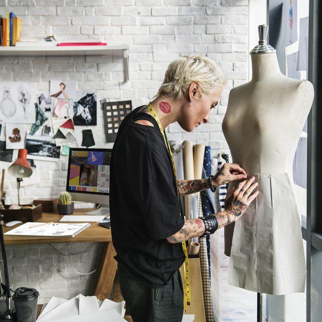 https://val.bold-themes.com/green-demo/wp-content/uploads/sites/12/2018/06/fashion_designer-640x640.jpg